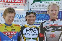 Nejlepší jezdci Grand Prix Sivres (zleva):  druhý Martin Hačecký, vítěz František Raboň a bronzový Stanislav Kozubek