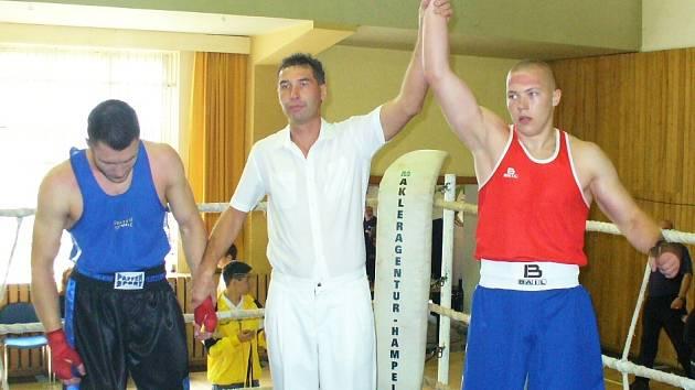 Petr Akenberg (na snímku vpravo)