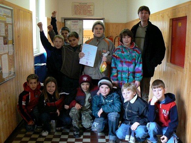 Vítězové turnaje ve vybíjené ze Základní školy v Dolním Žandově