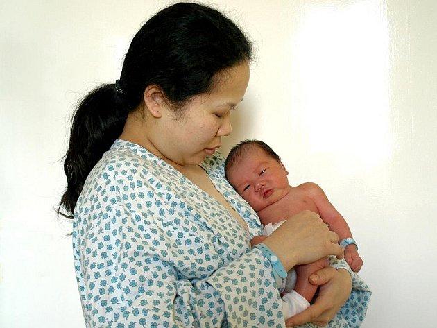 WINH THE PHAM, chlapeček, se narodil ve čtvrtek 24. listopadu v 8.58 hodin. Při narození vážil 3100 gramů a měřil 49 centimetrů. Doma v Mariánských Lázních se z malého synka raduje maminka Thuy spolu s tatínkem Phamem.