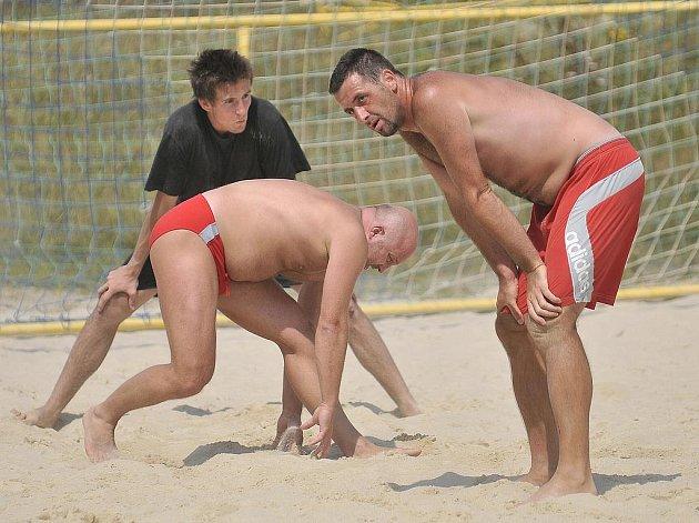 Turnaj v plážové kopané na Dřenici.