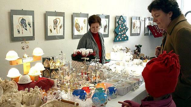 Vánoční trh ve františkolázeňské Galerii Brömse.