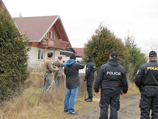 ŽÁDNOU z kontrolovaných chat zloděj přes zimu nenavštívil.