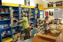 Za téměř půl milionu korun se nakoupí nový nábytek, počítače a vymaluje se. Stávající vybavení je již pro potřeby infocentra a jeho návštěvníků nevyhovující.