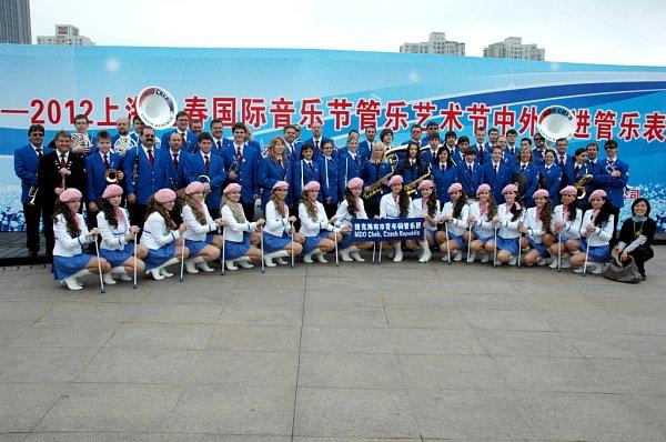 NĚKOLIKA VYSTOUPENÍMI si prošli členové Mládežnického dechového orchestru zChebu na festivalu vŠanghaji. Vrátili se smnoha vzpomínkami.
