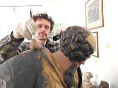V tuto chvíli se jeho pracovníci věnují údržbě například soch. O ty se stará konzervátor muzea Dušan Vančura. Všechny sochy se musejí předtím, než se znovu brány muzea otevřou, důkladně očistit od prachu a následně natřít ošetřujícím prostředkem.