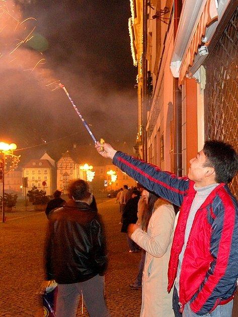 Divokým silvestrovským oslavám v Chebu je už odzvoněno