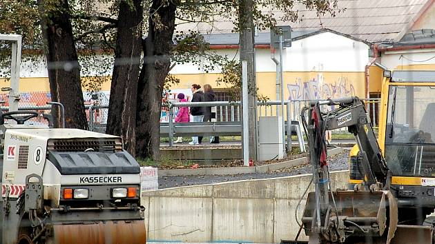SBĚRNÝ DVŮR u chebského sídliště Skalka, který se nyní rekonstruuje, začne přijímat i nebezpečné látky. Lidé sem budou moci dovážet například akumulátory.