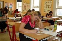 MATURITA. Na chebské Střední zdravotnické škole se včera konaly písemné maturity.