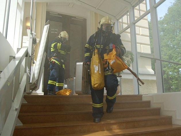 Práce hasiče vyžaduje pevné nervy a mnoho uchazečů neprojde právě psychologickými testy.