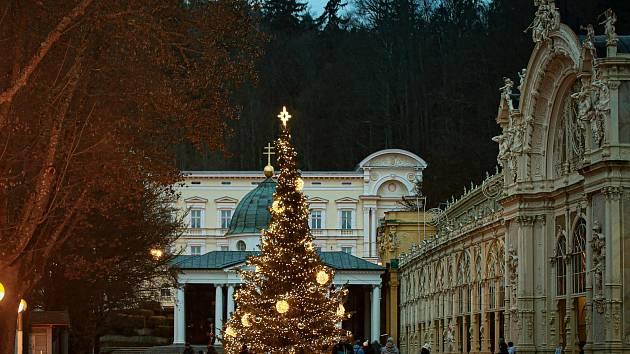 V Mariánských Lázních odstartovaly malé vánoční trhy.