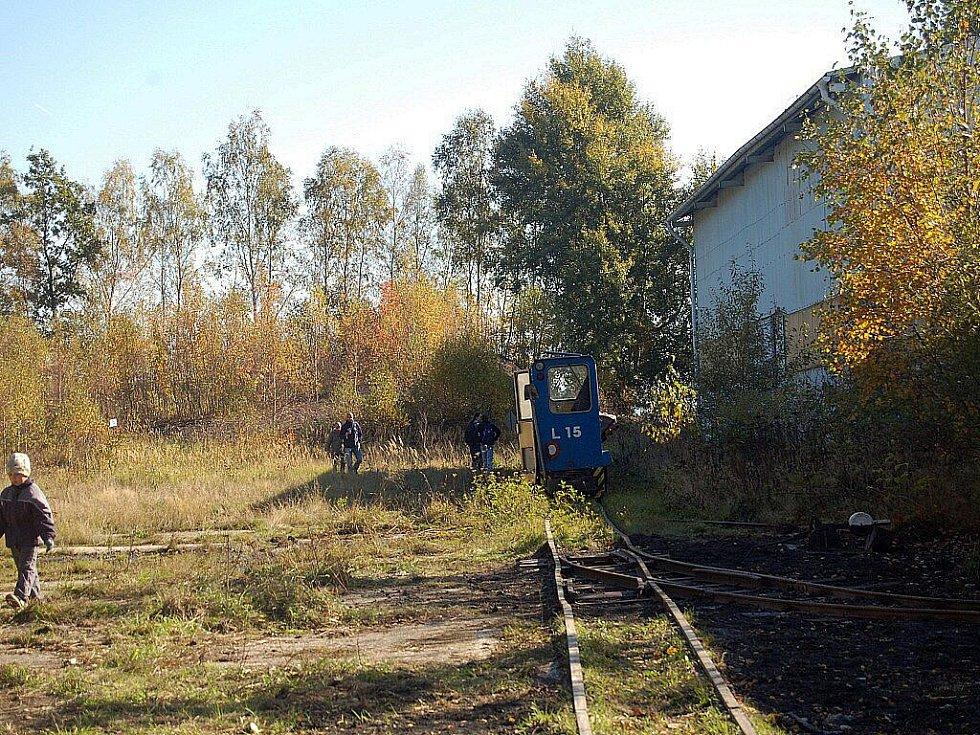 VERNISÁŽ VÝSTAVY úzkorozchodné dráhy na Skalensku přilákala do areálu v Kateřině u Dolního Drahova spoustu návštěvníků.