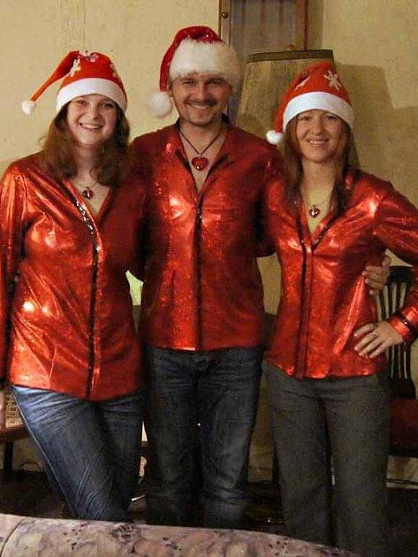 Pěvecké trio Trifanky rozdává radost nejen v okolí Chebu. Jejich ojedinělý umělecký projev už roztleskal sály po celém Karlovarském kraji