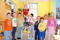 SPEJBL A HURVÍNEK v nadživotní velikosti zaujali děti z chebského očního stacionáře.