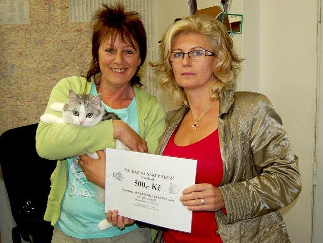 Pro cenu do redakce šly vítězky Sheva i Zdenka společně.