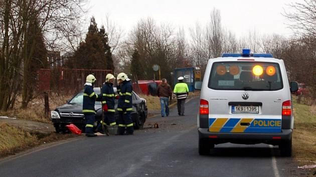 NĚKTEŘÍ MUŽI SI NEODPUSTILI nelichotivé poznámky například při nehodě dvou osobních aut u Třebeně. Obě řídily ženy. Řidičky se ale obecně shodují, že si nehod, které způsobí ženy,  muži více všímají.