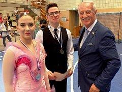 Viktorka s Lukášem a s hlavním pořadatelem taneční soutěže v Německu.