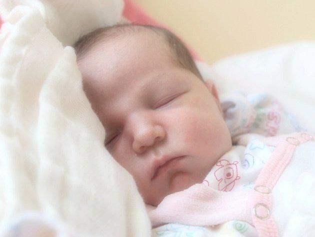 MARCELA FUKSOVÁ si poprvé prohlédla svět v pondělí 11. února v 17.28 hodin. Při narození vážila 3 270 gramů a měřila 50 centimetrů. Doma v Aši se těší z malé Marcelky sestřičky Kristýnka,Terezka a Sárinka, maminka Eva a tatínek Alexandr.