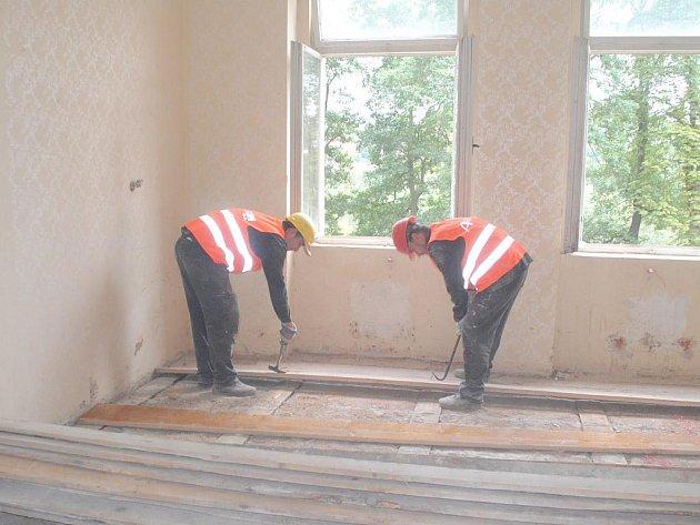NA OPRAVÁCH historické vily Union v chebském Poohří se už pracuje. Za rok tu bude sídlit Dům sociálních služeb Betlém.