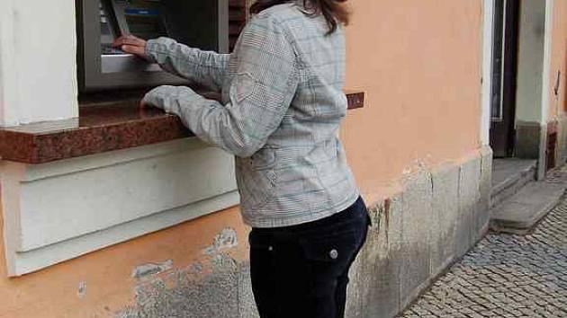 Nemohou-li občané platit kartou na úřadě, musí najít nejbližší bankomat