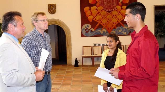 Uznání se dostalo mladým sportovcům z Chebu. Ti nejlepší si z chebské radnice odnesli diplom a dárek za svou píli. V obřadní síni se totiž uskutečnilo tradiční vyhlášení nejúspěšnějších sportovců jednotlivých chebských škol.