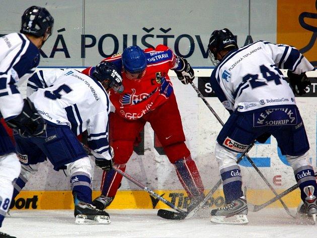 Junioři i dorostenci hokejového Lasselsbergeru Plzeň si ve víkendových zápasech připsali po jednom vítězství.