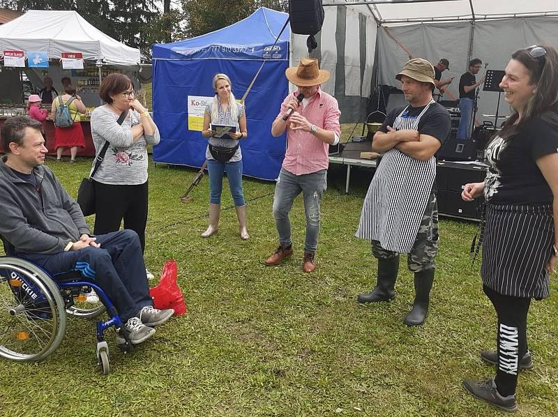 Guláš, guláš a zase guláš. Tak bychom mohli popsat sobotní Gulášo-Fest v Nebanicích, kde se právě guláš skloňoval ve všech pádech. Tento rok už se jednalo o třetí ročník.