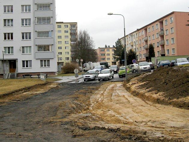 OPRAVA CHEBSKÉ LESNÍ ulice si vyžádá dopravní omezení. Hotovo má být do léta.
