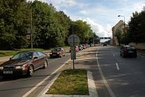 Kruhový objezd u chebského Tesca je ucpaný téměř při každé dopravní špičce