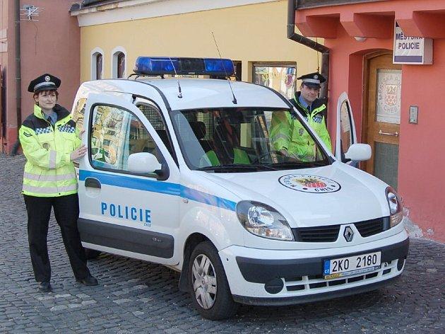 Chebští strážníci dostali nové reflexní bundy