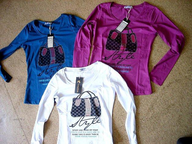 TENTOKRÁT VEDE GUCCI! Chebští celníci našli v tomto týdnu hned ve třech kontejnerech padělky značky Gucci. Šlo o  trička (na snímku),    kalhoty a  také bundy.