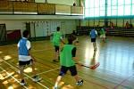 Hned dva týmy chebského domu dětí a mládeže Sova (DDM Sova) se zúčastnily florbalového utkání. To se konalo o víkendu v hale Gymnázia Ostrov nad Ohří.