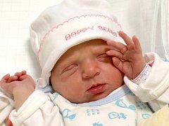 MICHAELA MATZNEROVÁ bude mít v rodném listě datum narození středu 17. října v 16.25 hodin. Při narození vážila 2 900 gramů a měřila 48 centimetrů. Z malé Michalky se raduje doma v Hunčicích maminka Michaela, tatínek Václav a sourozenci Nikolka s Danem.