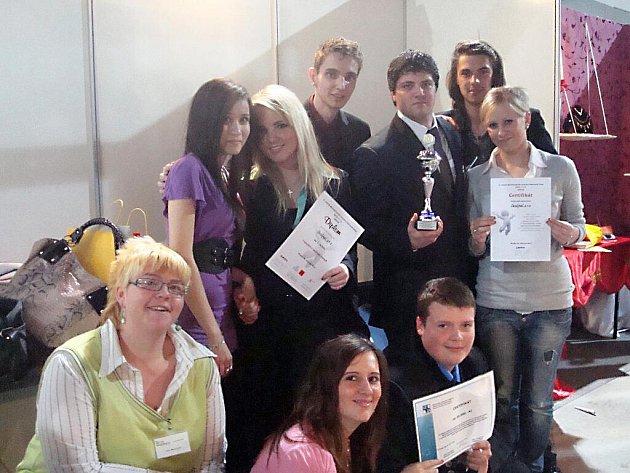 Vítězové mezinárodního veletrhu fiktivních firem.