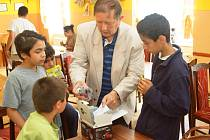 Předčasné rozdávání dárků za vysvědčení si užily ratolesti z tachovského dětského domova.