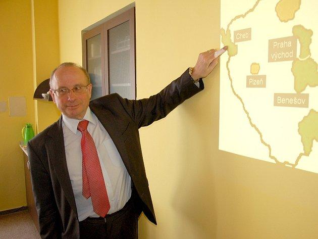 LÉKAŘ JAN BRUTHANS ukazuje, že se v následujících dnech uskuteční vyšetření lidí na kardiovaskulární onemocnění v Chebu.