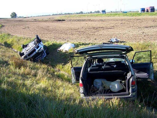 STAČÍ MÁLO a neštěstí je hotové. Na křižovatce u čerpací stanice Ono u jesenické  přehrady na Chebsku došlo již k několika smrtelným dopravním nehodám.