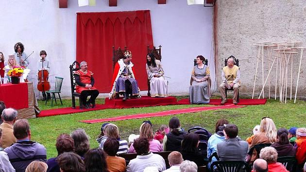 HRAD SEEBERG ožije Seebergskými hrami.