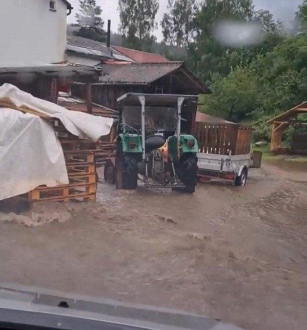 Takhle řádil potok po přívalovém dešti v Podhradí na Chebsku.