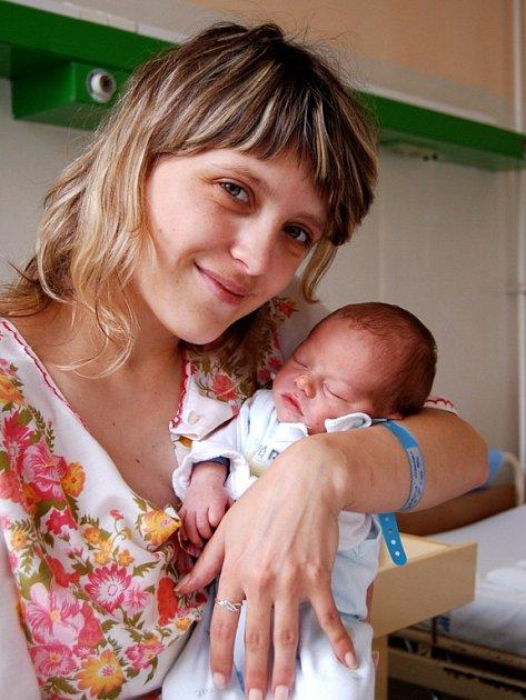 MILOŠ ŠLEZAR z Aše se narodil v chebské porodnici 18. července v 8.10 hodin. Měřil 50 centimetrů a vážil 3 kilogramy