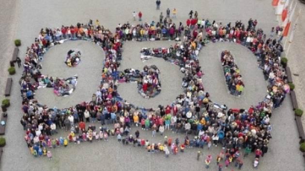 Číslice 950, kterou vytvořili obyvatelé Chebu před 11 lety.
