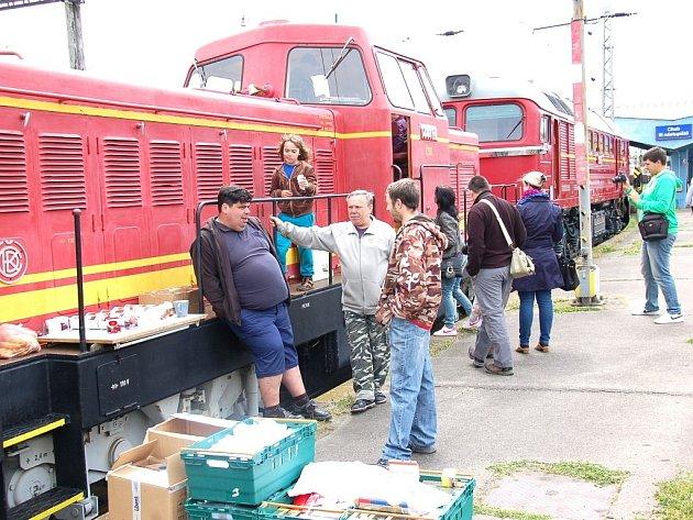 Modelové kolejiště a historické železniční vozy přitáhly na chebské nádraží desítky zájemců z celého kraje.