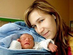 MARTIN TALIÁN se poprvé rozkřičel v chebské porodnici v sobotu 27. listopadu v 10.12 hodin. Vážil 2720 gramů a měřil 47 centimetrů. Maminka Zdeňka a tatínek Martin se radují z malého Martínka doma v Sokolově.