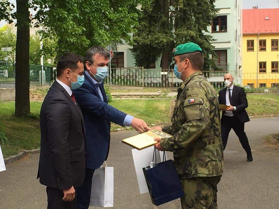 Ministr obrany přijel do Mariánských Lázní.
