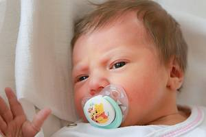 ZUZANA ZEMANOVÁ přišla na svět v úterý 14. května v 3.56 hodin. Při narození vážila 3 220 gramů. Z malé Zuzanky se raduje doma v Mariánských Lázních sestřička Jituška spolu s maminkou Jitkou a tatínkem Zbyňkem.