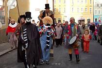 PROŠLI MĚSTEM. Masopustní průvod se v sobotu přehnal přes historické centrum Chebu.