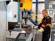 Společnost Schneeberger hledá další pracovníky. Hodlá rozšířit svou chebskou továrnu.