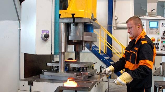 INVESTOVALI MILIONY EUR. V červenci loňského roku byla slavnostně zahájena výroba v továrně HF Czechforge, kterou v Chebu postavila německá společnost Hammerwerke.