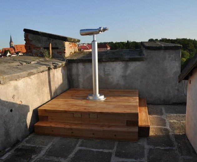 NOVÝ dalekohled na Chebském hradě.