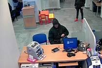 Pro lupiče se přišla policie přímo do banky
